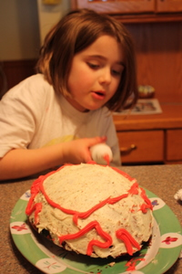 Decorating the egg cake